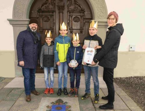 Gutscheinübergabe für das Siegerbild der Sternsinger Vorarlberg